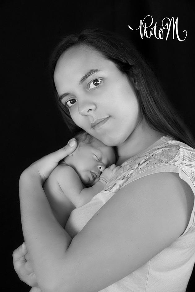 Photographie de naissance -nouveau née - bébé. Département de l'Ain, à St Jean le Vieux proche d'Ambérieu-en-Bugey, Bourg-en-Bresse, Lagnieu, Pont d'Ain.