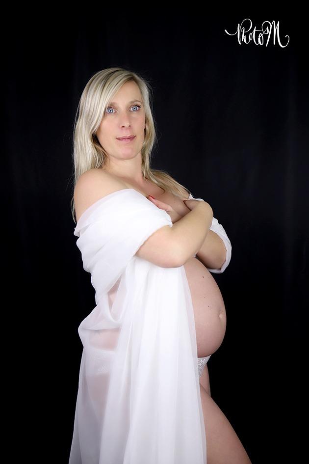 Photographie de grossesse - naissance -nouveau née - bébé. Département de l'Ain, à St Jean le Vieux proche d'Ambérieu-en-Bugey, Bourg-en-Bresse, Lagnieu, Pont d'Ain.