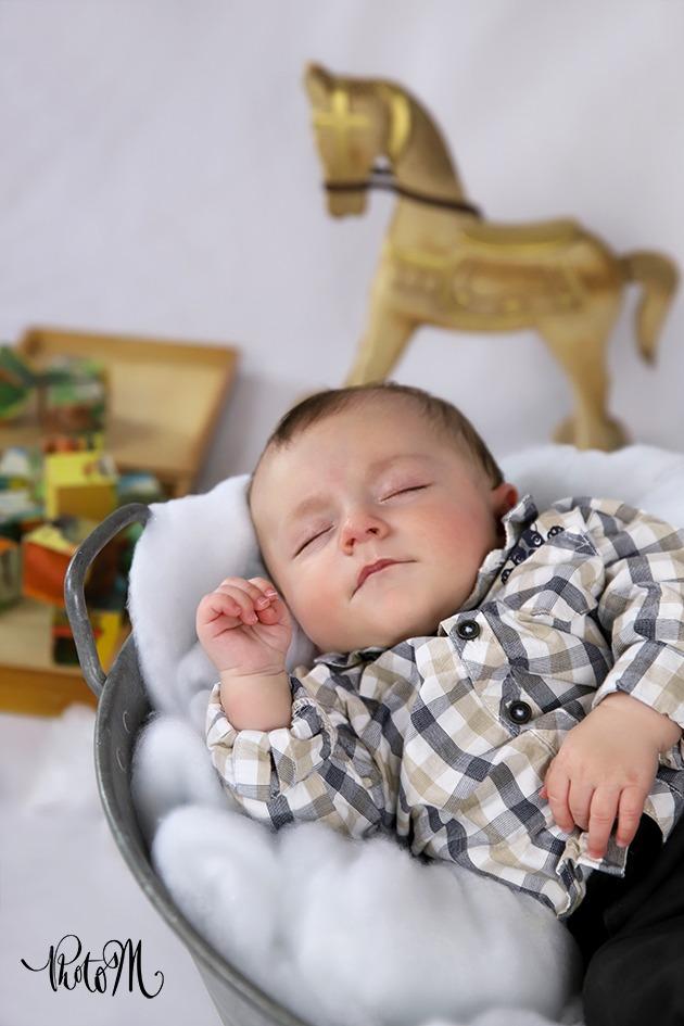 le bonheur de de bébé en train de rêver