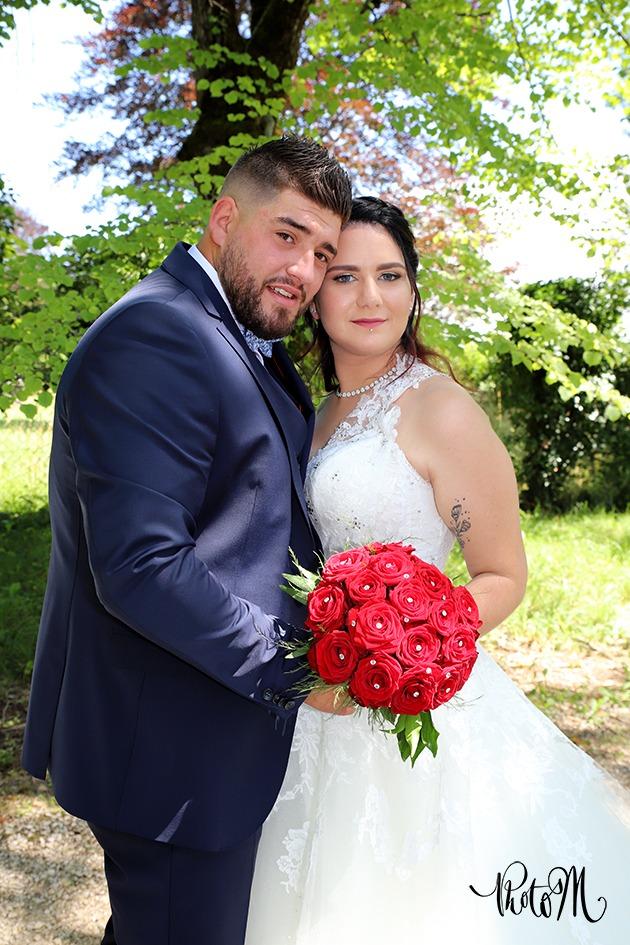 couple de marié rose rouge