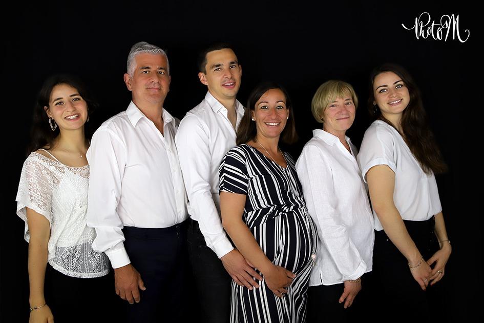 photo de famille avec femme enceinte
