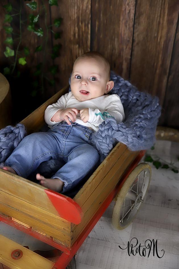 photo de bébé de 1 mois dans charette