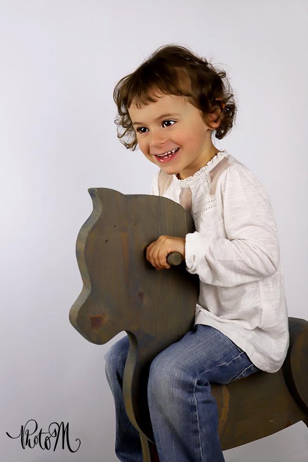 la joie d'^étre sur un cheval de bois