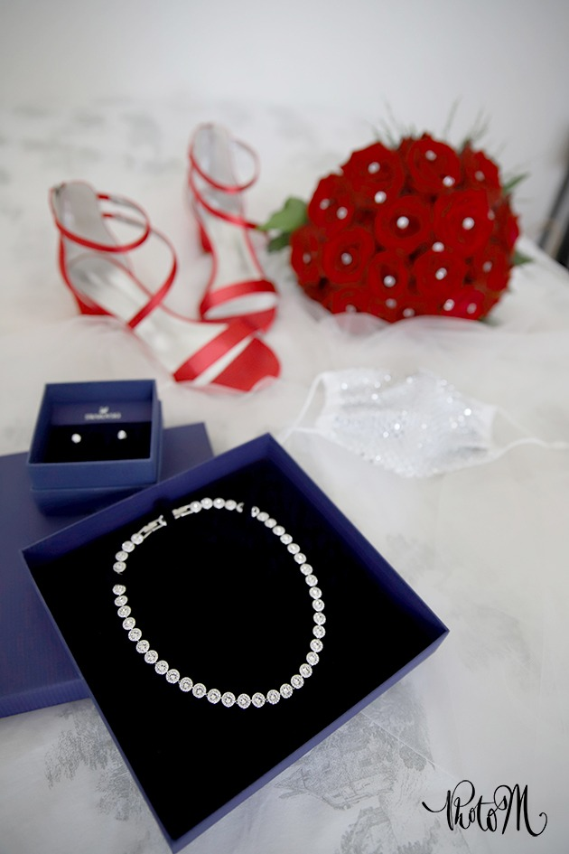 bijoux et bouquet de la mariée